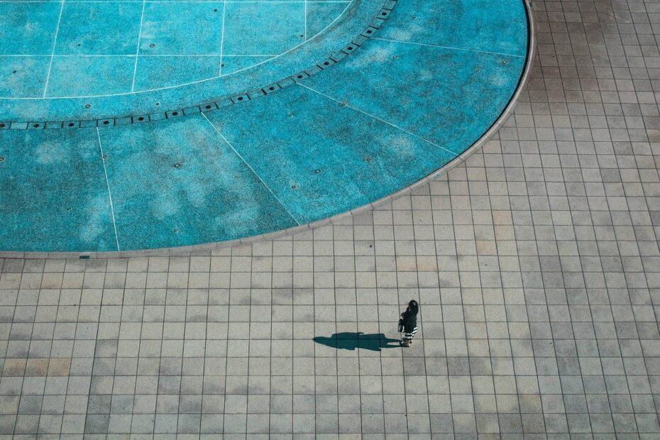 Quel garde-corps en verre choisir pour sa piscine?